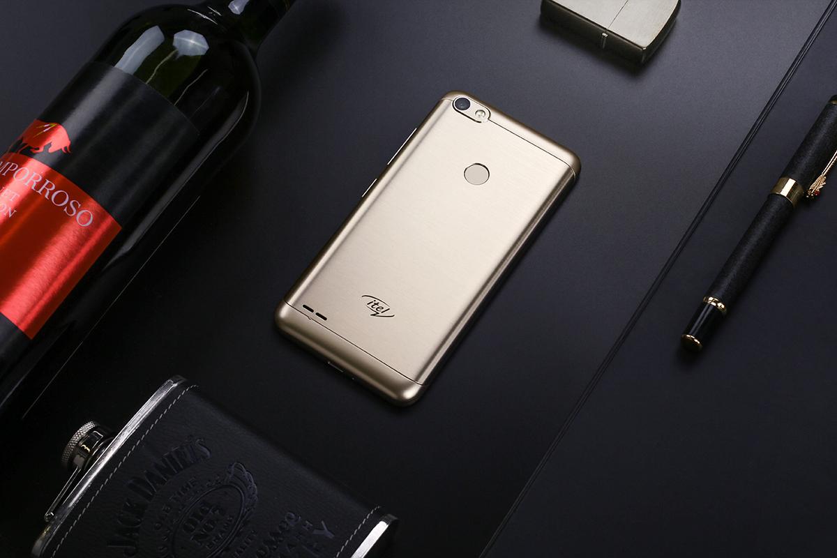 Essai de nouveaux smartphones itel S12 et S32