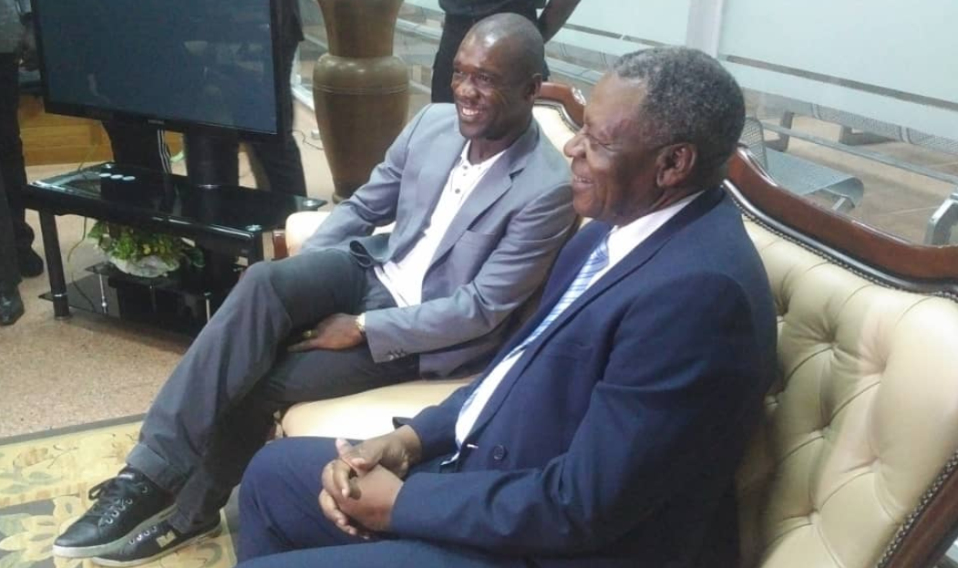 Lions indomptables : Clarence Seedorf est au Cameroun