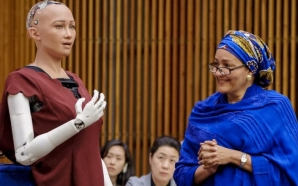 Le robot humanoïde Sophia était à l'île Maurice à l'occasion…