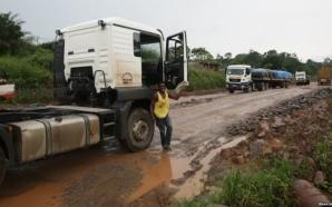 Plusieurs camions de marchandises sont bloqués à la frontière Cameroun…