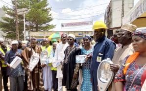 Politique : Électrification de Yaoundé 2 par le maire Yannick…