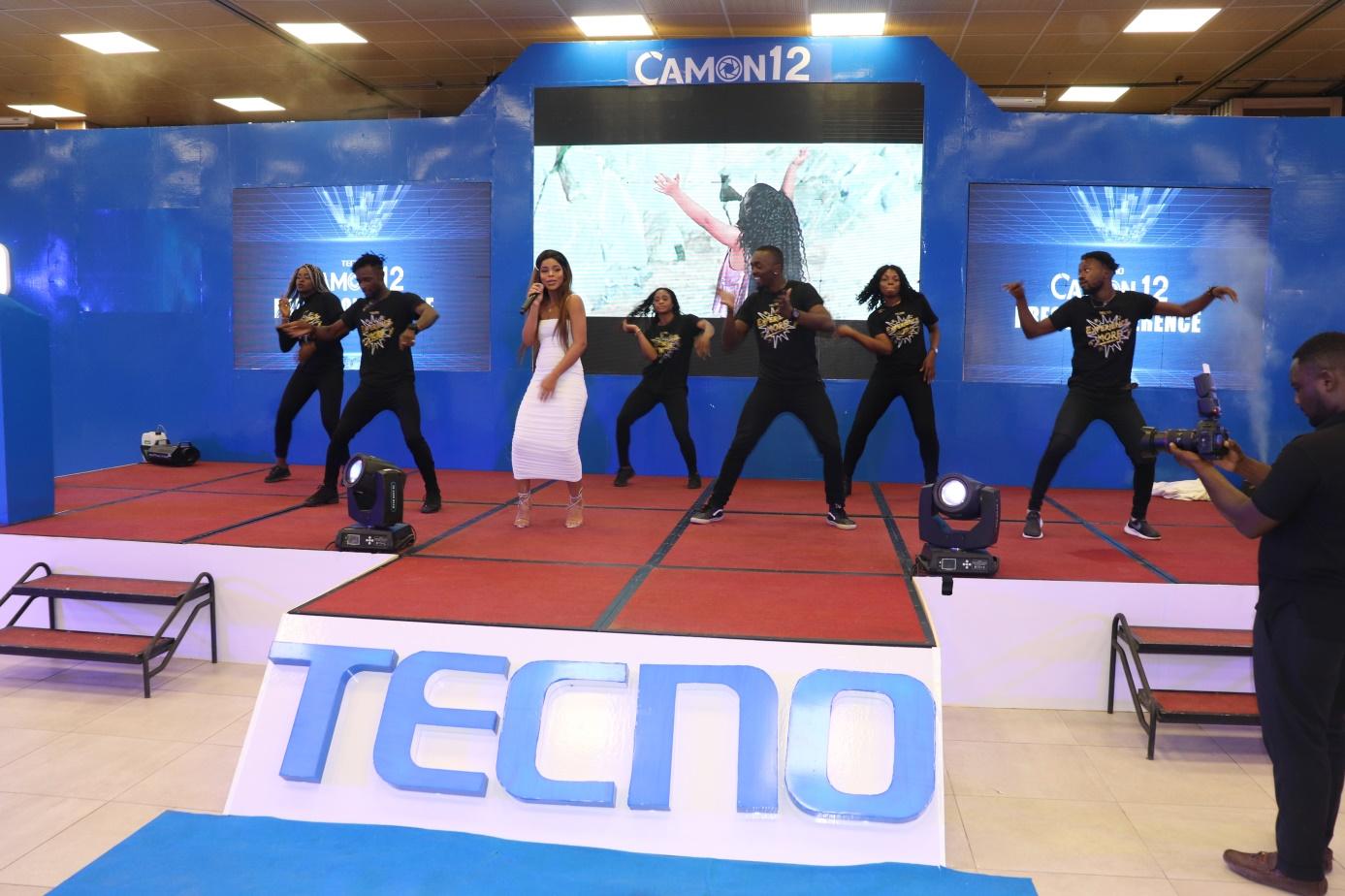 Tecno entreprise citoyenne travaille avec Nabila brand ambassador du Tecno…