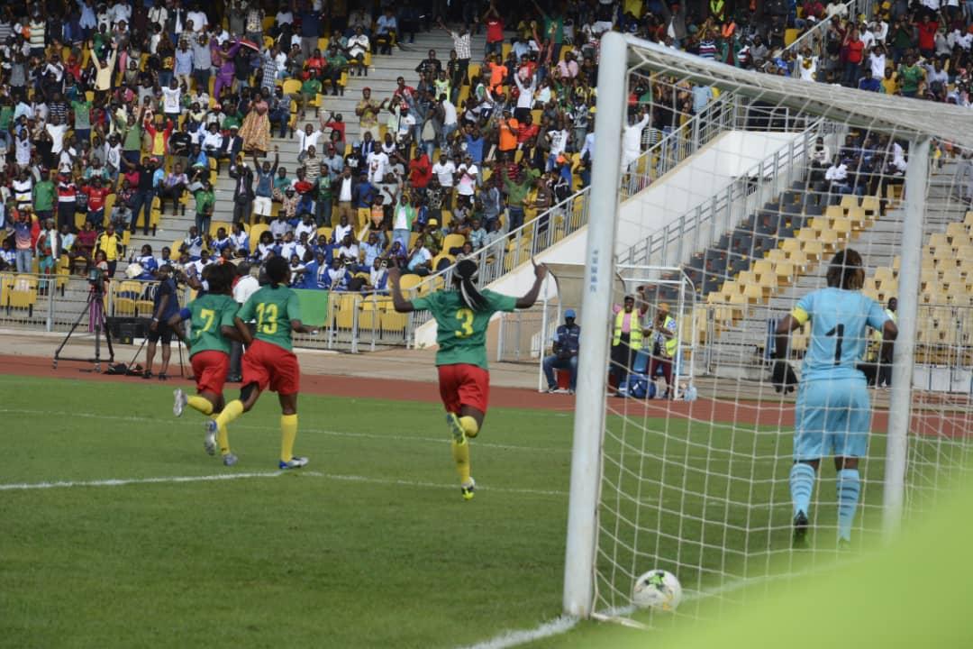 Ajara Njoya offre sa prime de victoire face à la…
