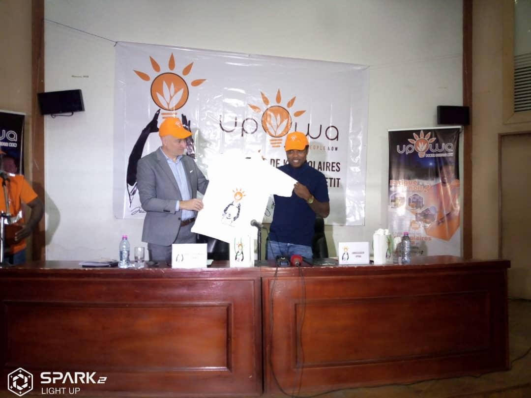 Jean 2 Makoun main dans la main avec la société…